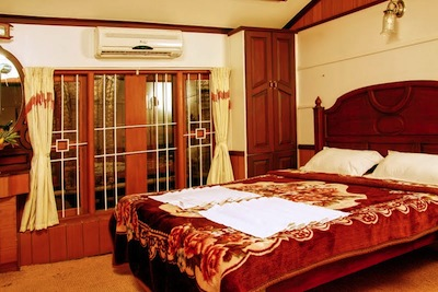 House Boat Bed Room